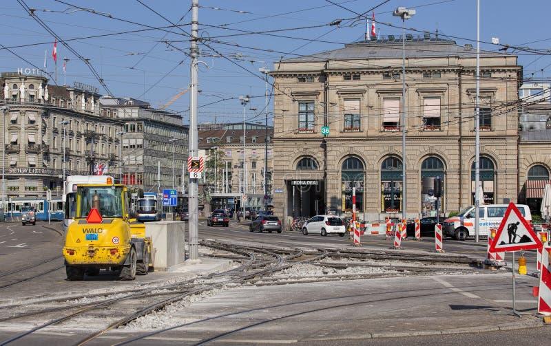 Obras viales en el muelle de Bahnhofquai imagenes de archivo