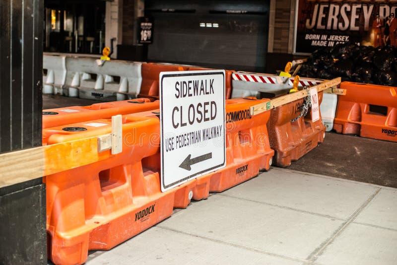 Obras viales en la 48.a calle en New York City, el 18 de abril de 2016 foto de archivo