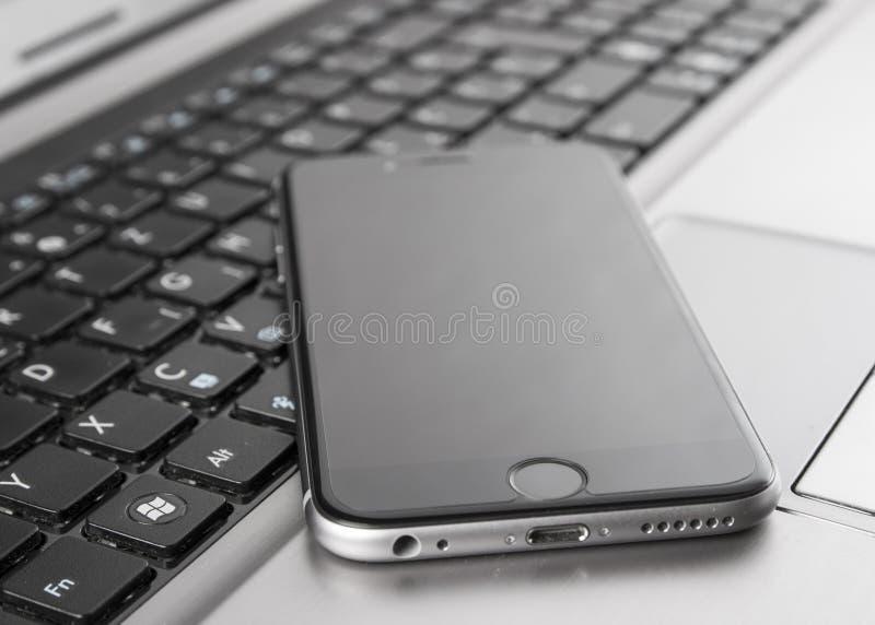Obrazek smartphone i laptop obrazy royalty free