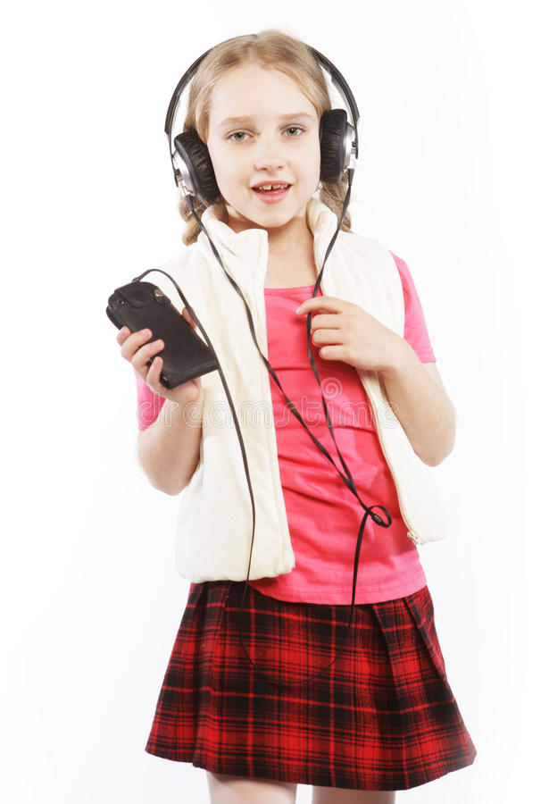 Obrazek szczęśliwa dziewczyna w dużych hełmofonach zdjęcie royalty free