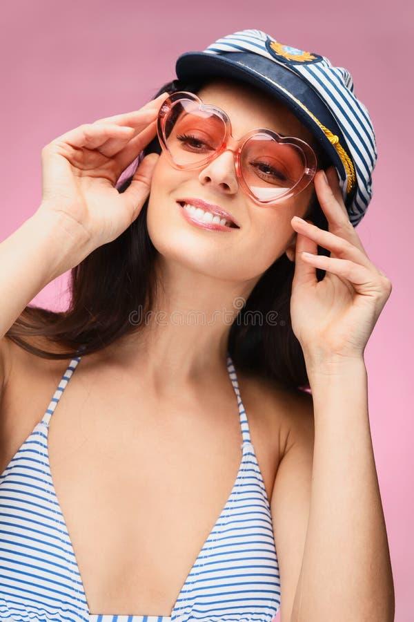 Obrazek uśmiechnięta młoda kobieta obraz royalty free