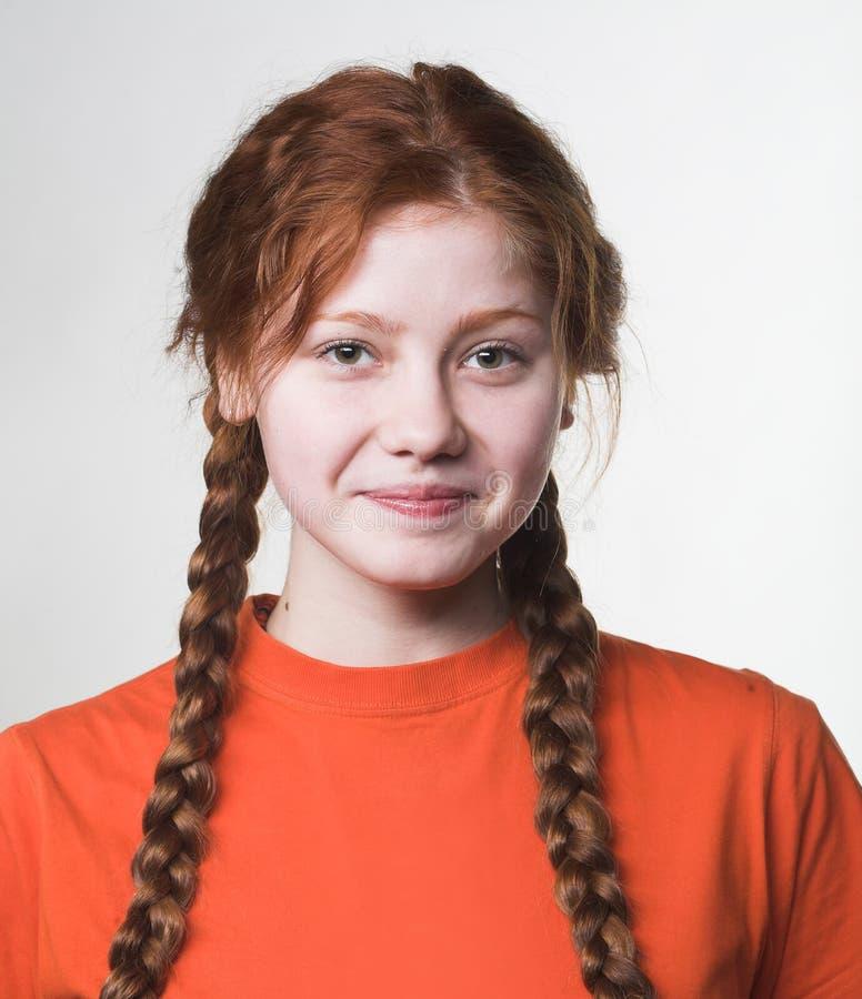 Obrazek urocza rudzielec dziewczyna z długimi warkoczami obrazy stock