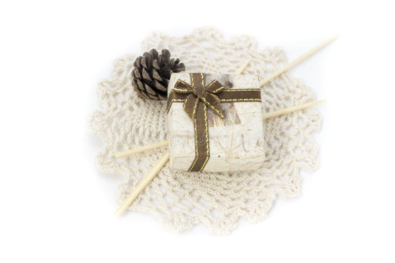 Obrazek z koronką, mini pudełkiem i dekoracjami, zdjęcie royalty free