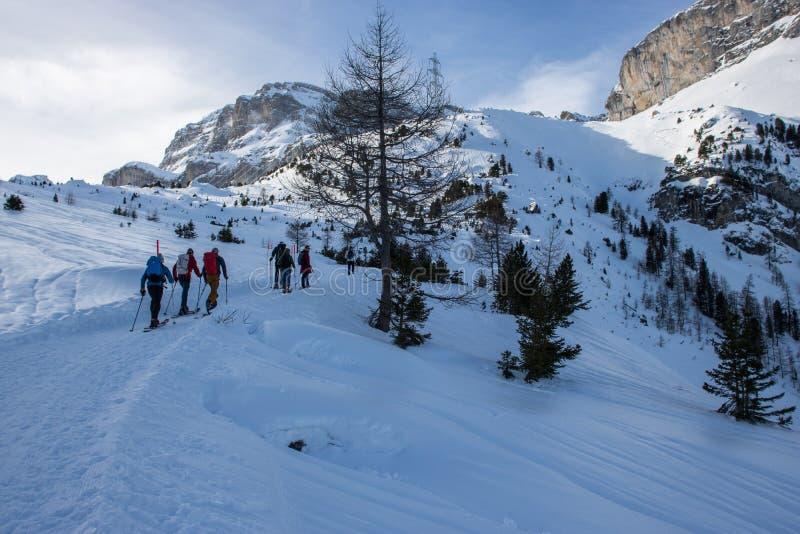 Obrazek zima wycieczkuje wycieczkę turysyczną zdjęcie stock