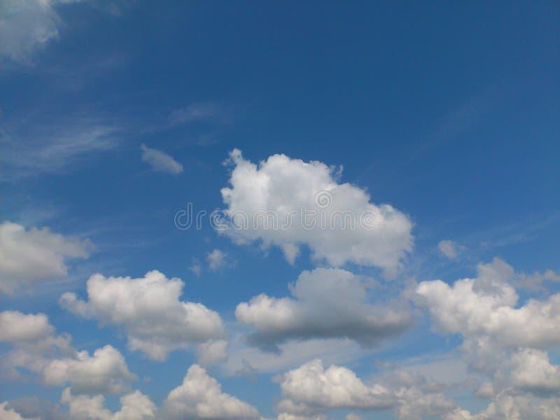 Obrazka chmurny pułk w niebieskim niebie obraz royalty free