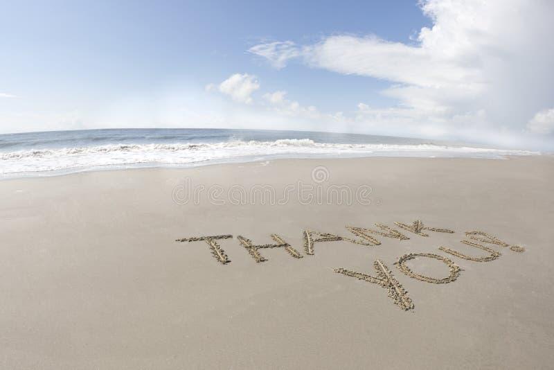 Obrigado escrito em uma praia fotografia de stock