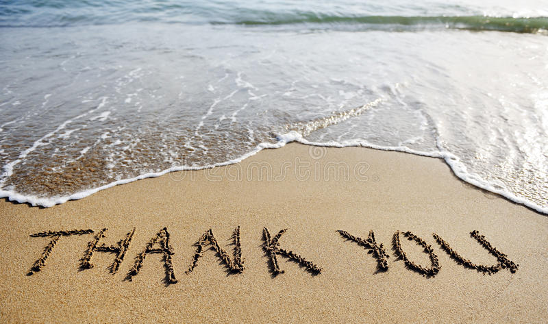 Obrigado exprimir tirado na areia da praia fotografia de stock royalty free