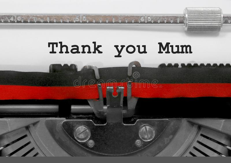 Obrigado frase do Mum pela máquina de escrever velha no Livro Branco imagens de stock
