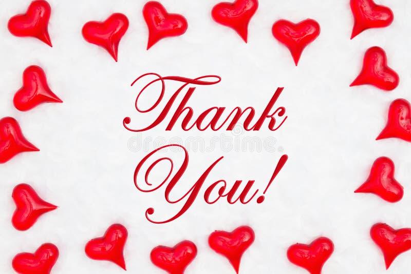 Obrigado mensagem com corações vermelhos imagens de stock royalty free