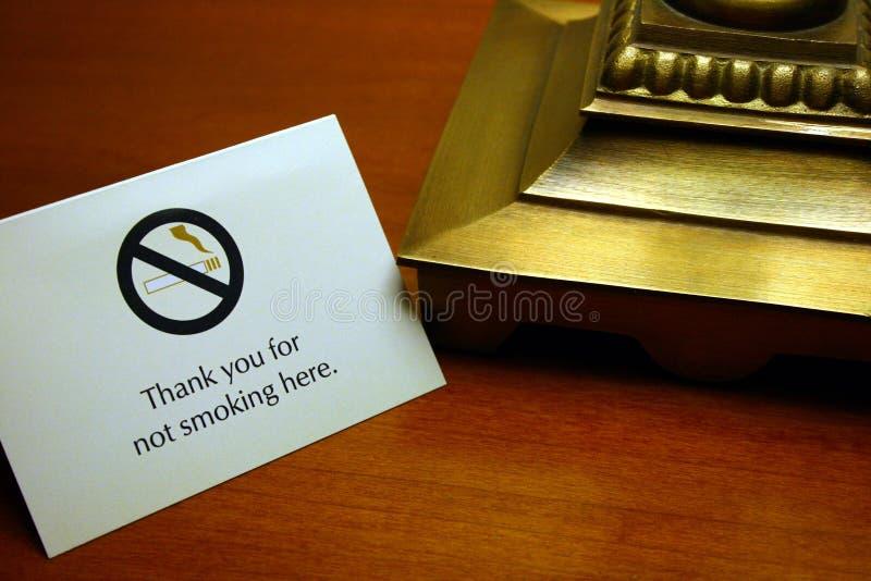 Obrigado não fumando aqui, perto imagens de stock