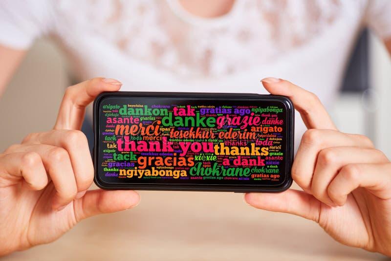Obrigado no ‹diferente do †do ‹do †das línguas no smartphone imagem de stock royalty free