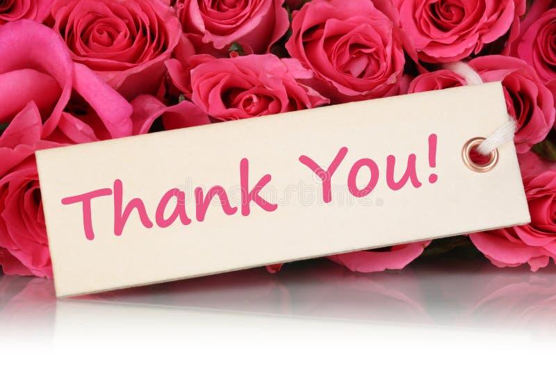 Obrigado no cartão com as flores das rosas na mãe ou no Val imagem de stock royalty free
