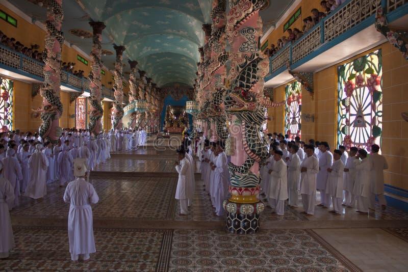 Obrząd religijna w Cao Dai świątyni zdjęcie stock