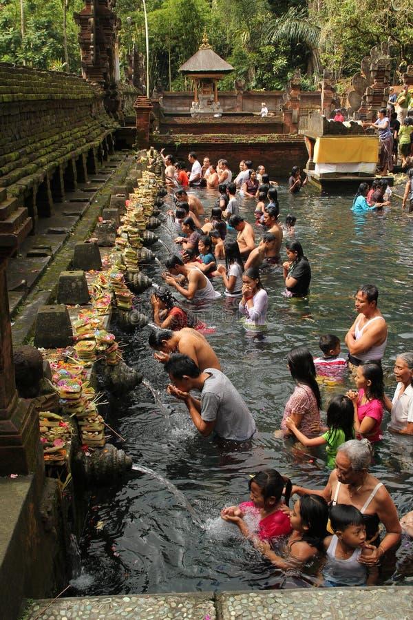 Obrządkowa kąpanie ceremonia przy Tampak Siring, Bali Indonezja obrazy royalty free
