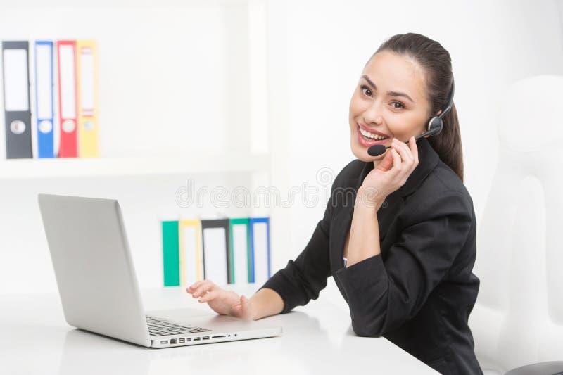 Obsługa klienta przedstawiciel przy pracą zdjęcia stock