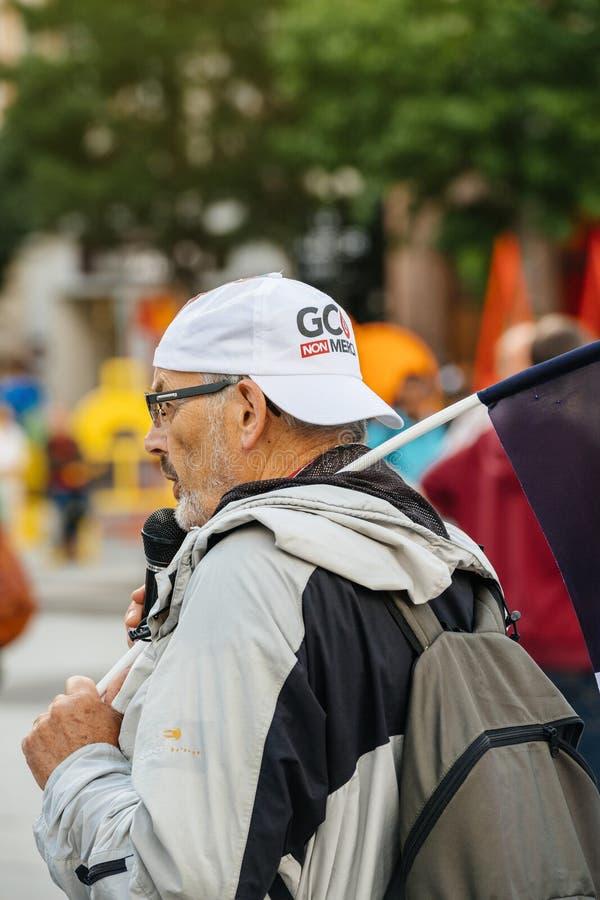 Obsługuje adresowanie protestujący w mieście jako Melenchon obrazy stock