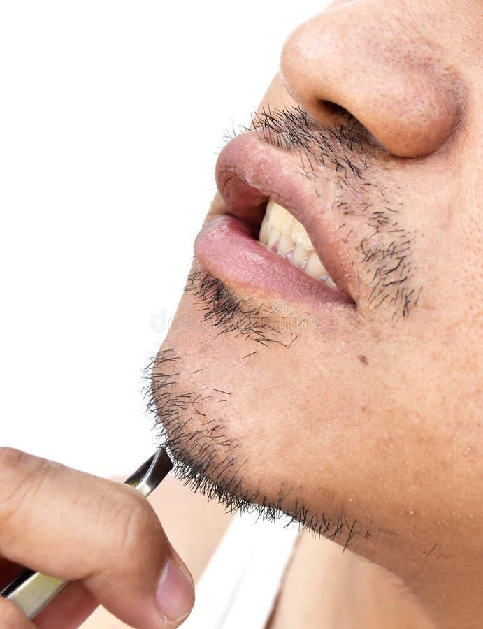 Obsługuje ciągnienie wąsy pincetami na białym tle zdjęcie stock