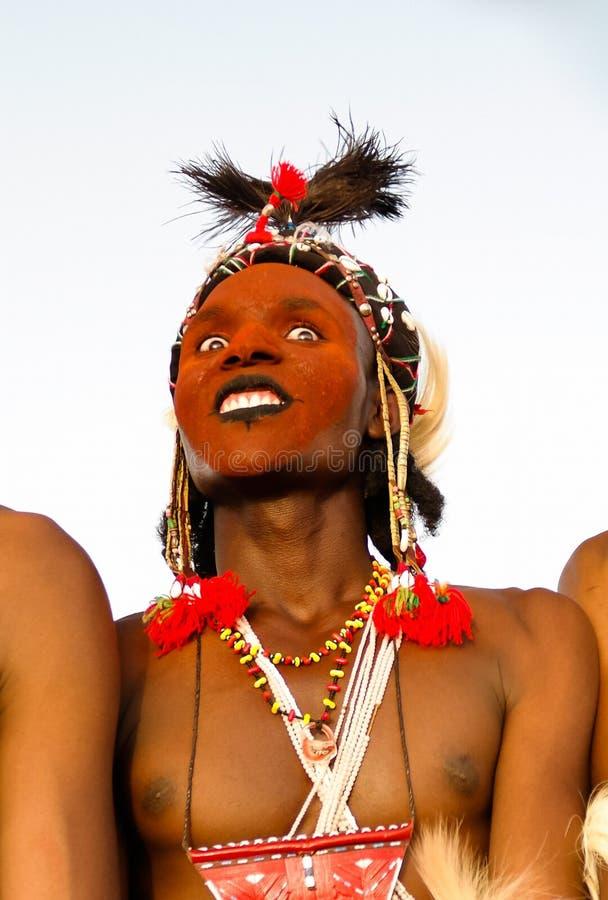Obsługuje dancingowego Yaake tana i śpiewa przy Guerewol festiwalem w InGall wiosce, Agadez, Niger obrazy stock