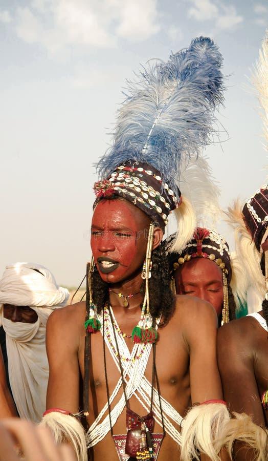 Obsługuje dancingowego Yaake tana i śpiewa przy Guerewol festiwalem w InGall wiosce, Agadez, Niger obraz stock