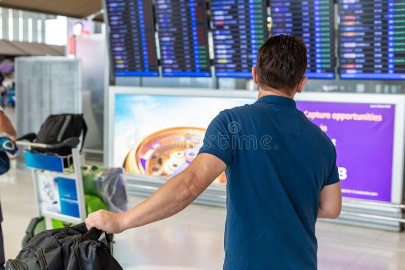 Obsługuje dopatrywanie lota ewidencyjnego pokazu ekran czek na jego f zdjęcia royalty free