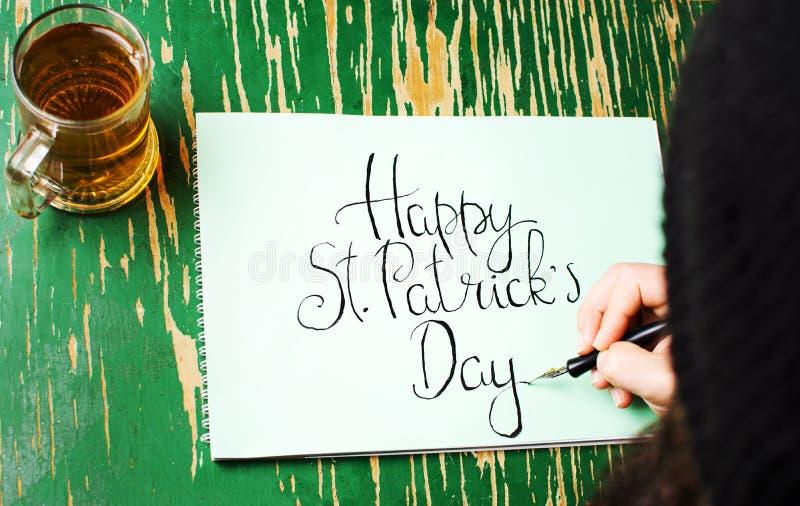 Obsługuje pisać Szczęśliwej St Patrick dnia karcie fotografia royalty free