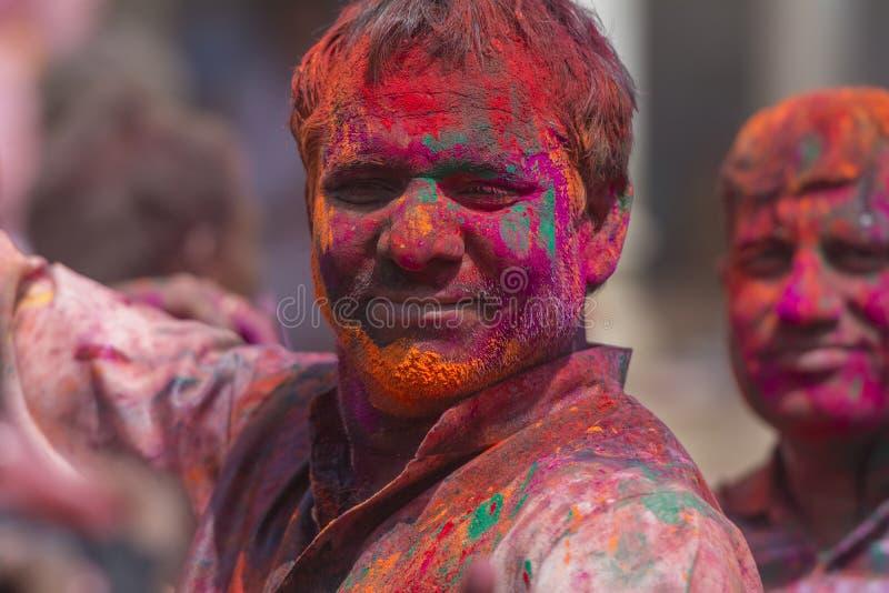 Obsługuje portret z Colourful twarzą przy Nandgaon świątynią, Uttarpradesh, India zdjęcia royalty free