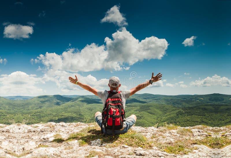 Obsługuje powitanie naturę na wierzchołku góra obraz royalty free