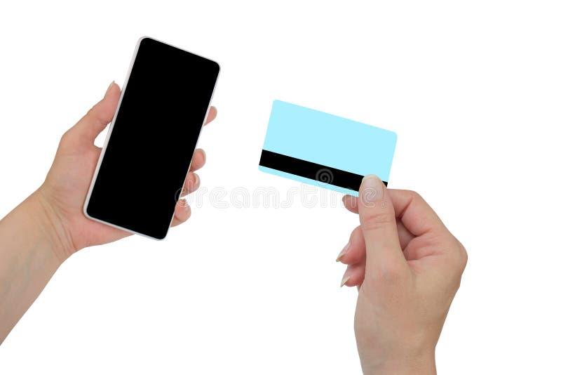 Obs?uguje mienie kart? kredytow? w r?ce i wchodzi? do ochrona kodzie u?ywa? telefon kom?rkowego obrazy royalty free