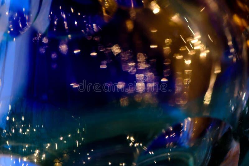 Obscuridade do vintage do brilho - fundo azul Sumário do ouro, o azul e o preto de-focalizado foto de stock