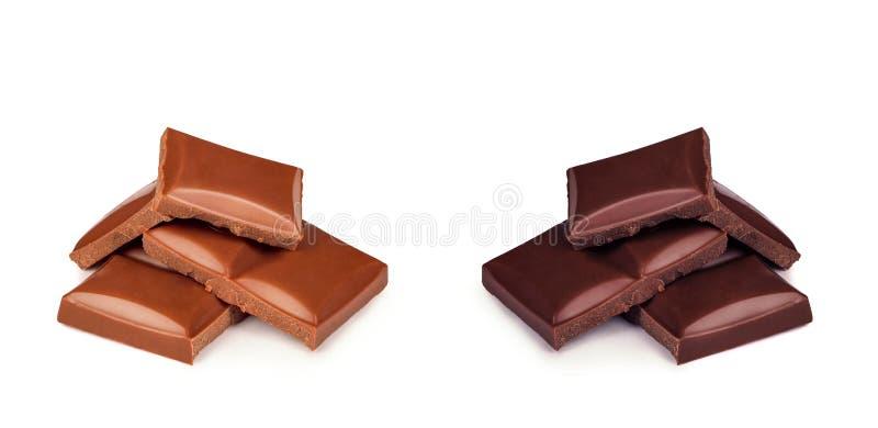 Obscuridade e chocolate de leite em um fundo branco imagens de stock