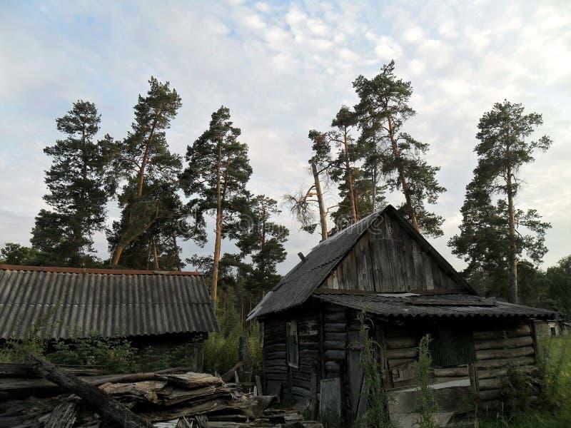 Obscurité abandonnée de maisons image stock
