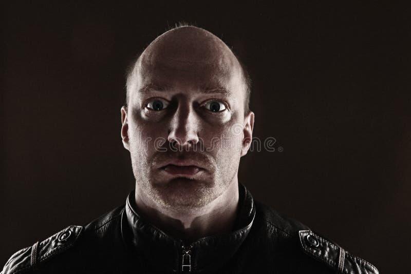 Obscurité de skinhead de verticale images stock