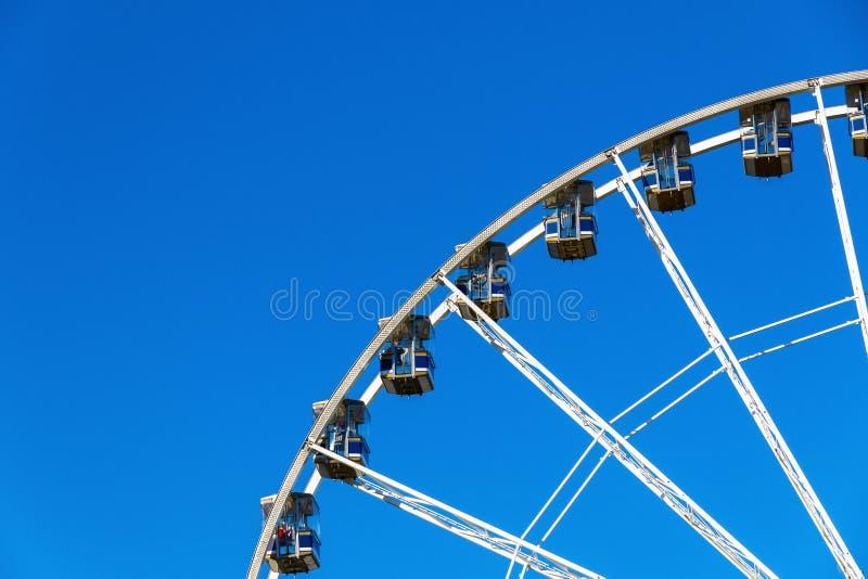 A observação gigante roda dentro o país das maravilhas do inverno fotografia de stock royalty free