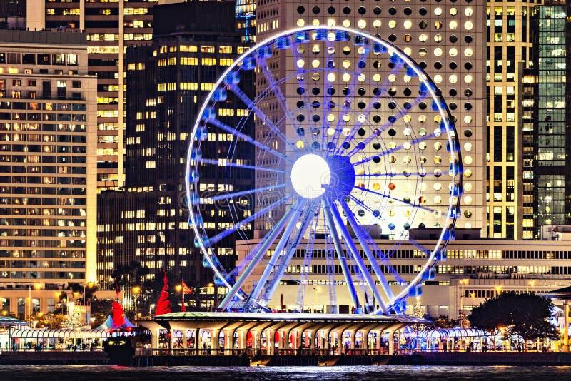 A observação roda dentro o centro da cidade no tempo evevning fotografia de stock