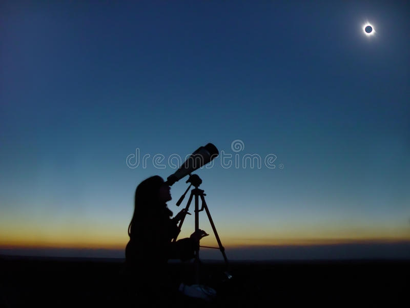 Observação total do eclipse solar. fotografia de stock