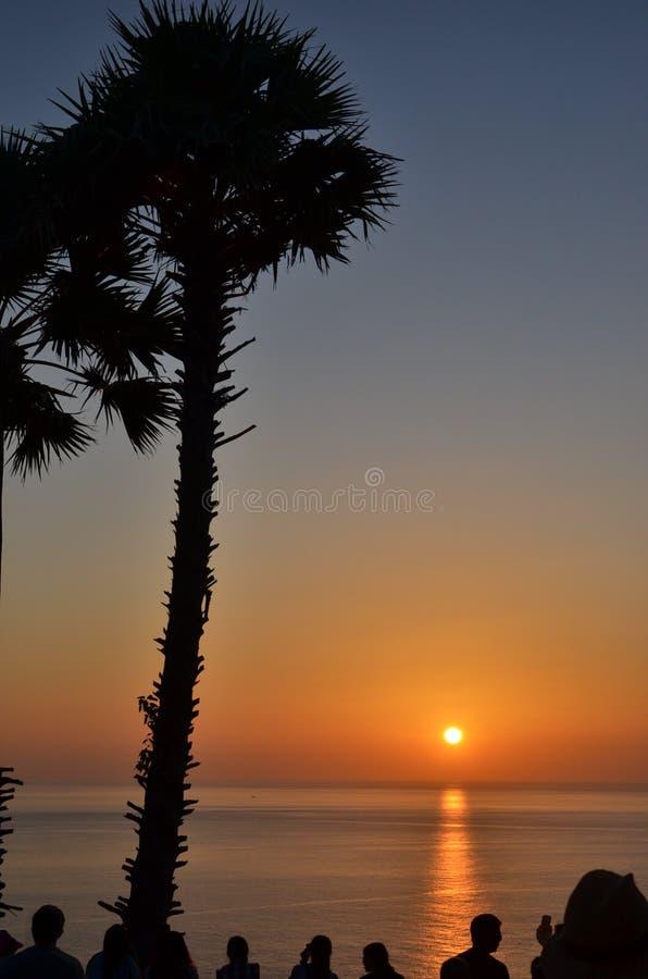 Observación de la puesta del sol sobre el Océano Índico foto de archivo