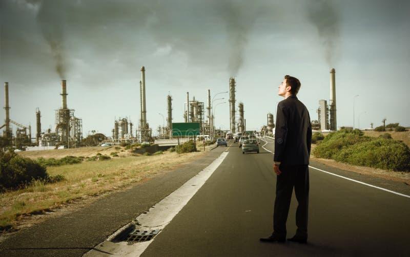 Observando a poluição atmosférica foto de stock royalty free