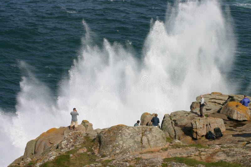 Observation d'un pulvérisateur de mer spectaculaire photographie stock