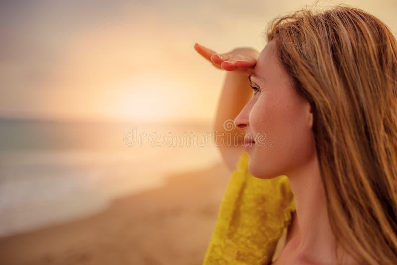 Observation du coucher du soleil photo stock