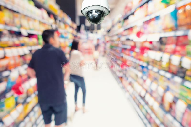 Observation och övervakning för CCTV-säkerhetskamera i avdelningsst royaltyfria foton