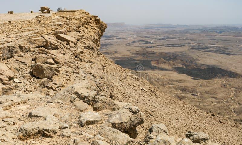 Observationsdäck på Makhteshen Ramon i Mitzpe Ramon fotografering för bildbyråer