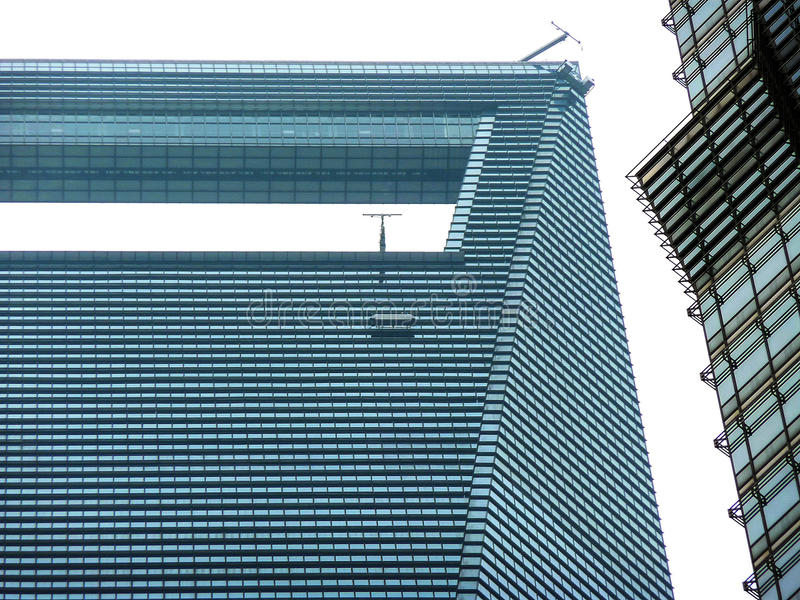 Observationsdäcket av observatoriet för finansiell mitt för Shanghai värld arkivfoto