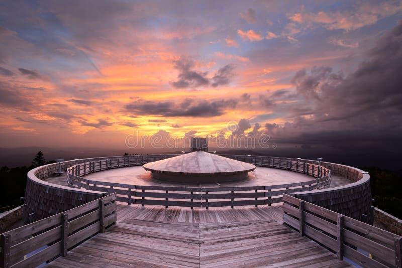 Observatoire de sommet de montagne photographie stock