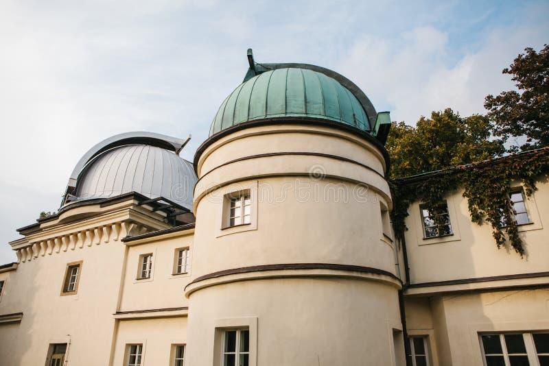 Observatorio en la colina de Petrishin en Praga en la República Checa Exploración del cosmos y del universo con un telescopio foto de archivo