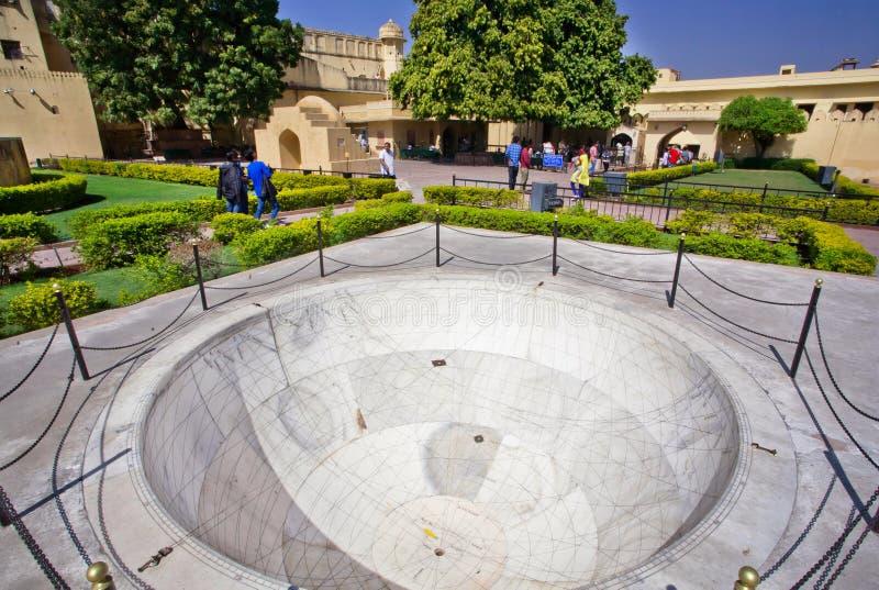 Observatorium Jantar Mantar med det astronomiska instrumentet Chakra Yantra fotografering för bildbyråer