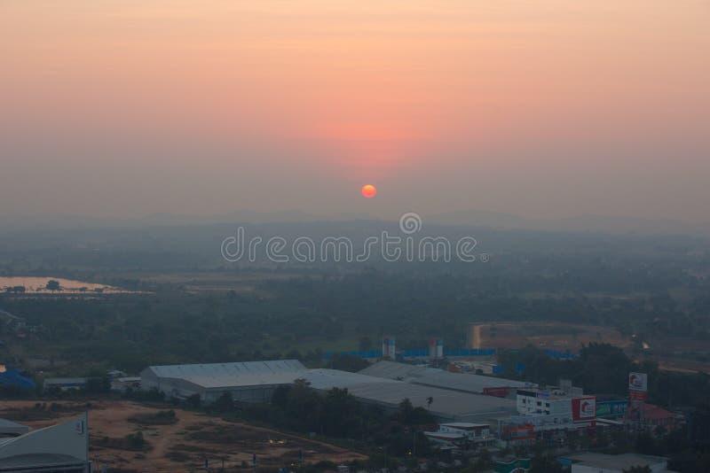 Observez le lever de soleil dans l'hôtel photographie stock