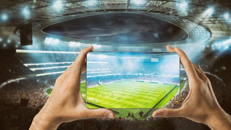 Observez une manifestation sportive vivante sur votre mobile photos libres de droits
