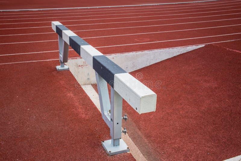 Obstáculos na pista de atletismo foto de stock royalty free