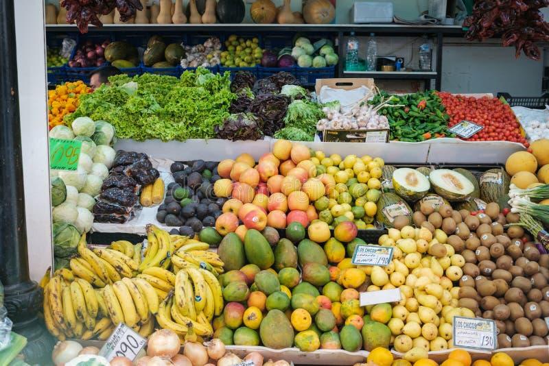 Obst und Gemüse an Nahrungsmittelmarkt städtischem Markt unsere Dame O lizenzfreies stockbild