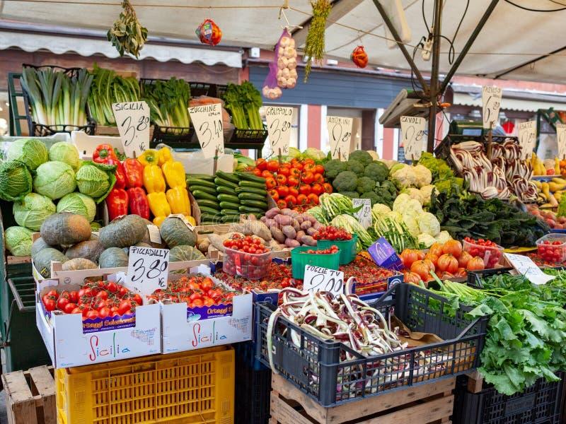 Obst- und Gemüse Stand stockfotos